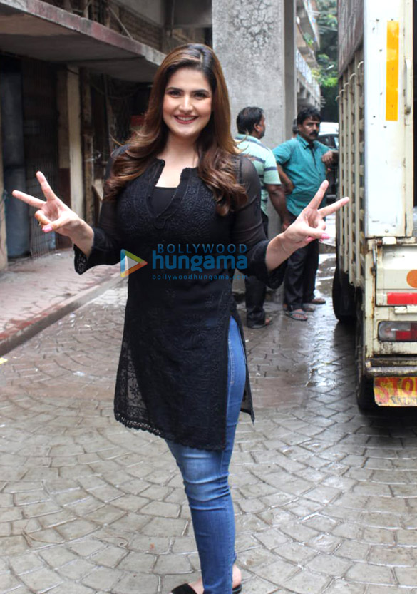 Photos Zareen Khan snapped during a campaign shoot (2)