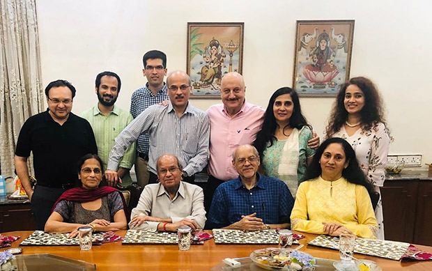 Anupam Kher walks down memory lane as he dedicates this heartfelt post to Sooraj Barjatya and his family!