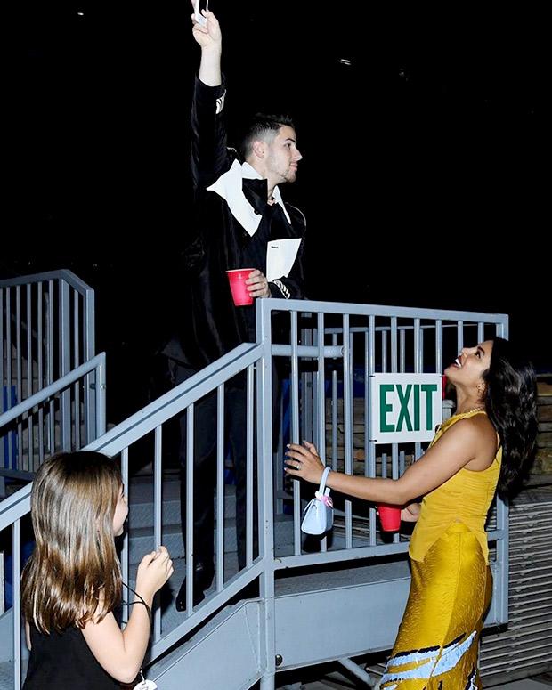 Here's how Priyanka Chopra and Nick Jonas recreated the iconic Romeo and Juliet moment!