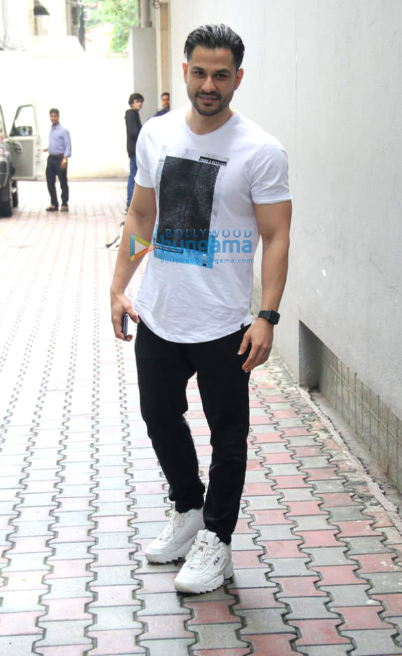 Photos: Kunal Khemu spotted at the VS Office