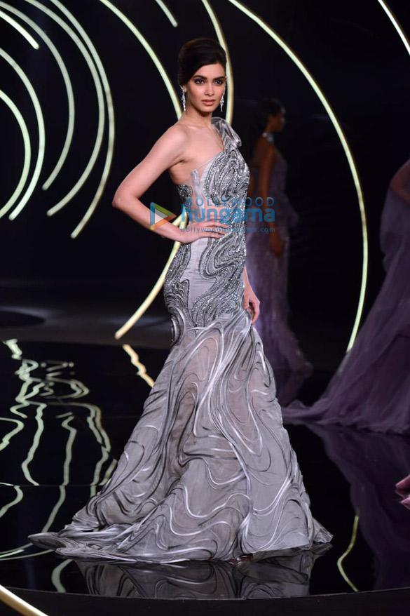 Photos Daina Penty walks the ramp for Gaurav Gupta at India Couture Week 2019 (2)