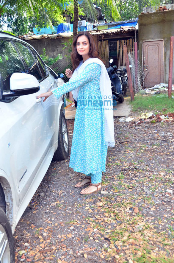 Photos Dia Mirza spotted after photoshoot in Versova (2)