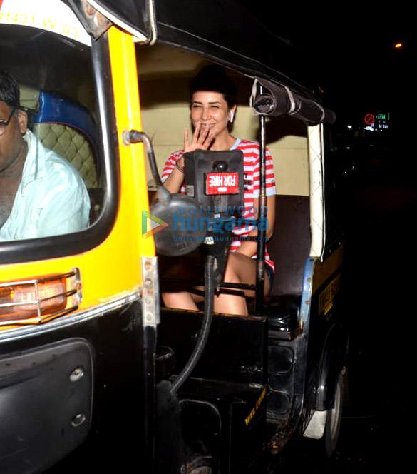 Photos Kim Sharma spotted at Bandra (6)