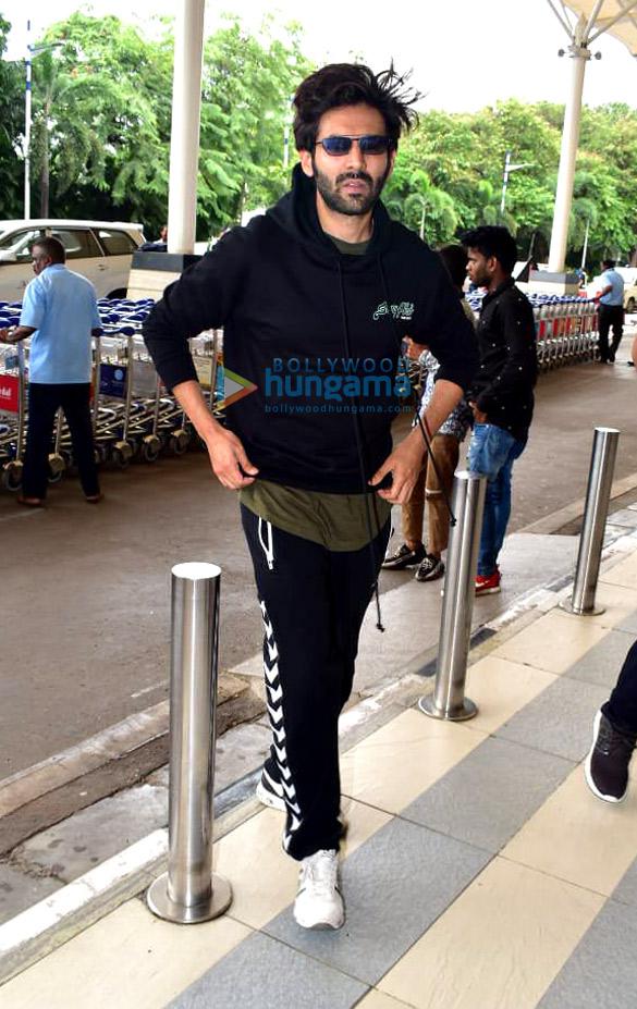 Photos Sara Ali Khan, Kartik Aaryan, Anil Kapoor and others snapped at the airport