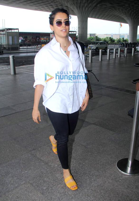 Photos Sara Ali Khan, Kartik Aaryan, Anil Kapoor and others snapped at the airport1