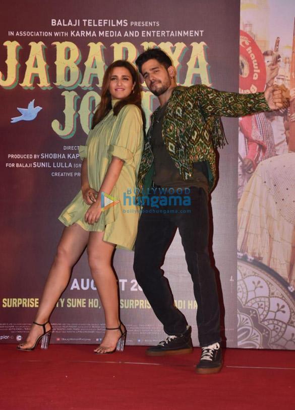 Photos Sidharth Malhotra and Parineeti Chopra grace the launch of the song 'Zilla Hilela' from their film Jabariya Jodi More (2)