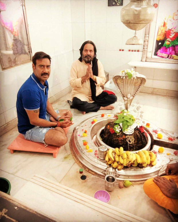 Viral News News And Photos: THIS Pic Of AJAY DEVGN'S Casual Attire In A Religious