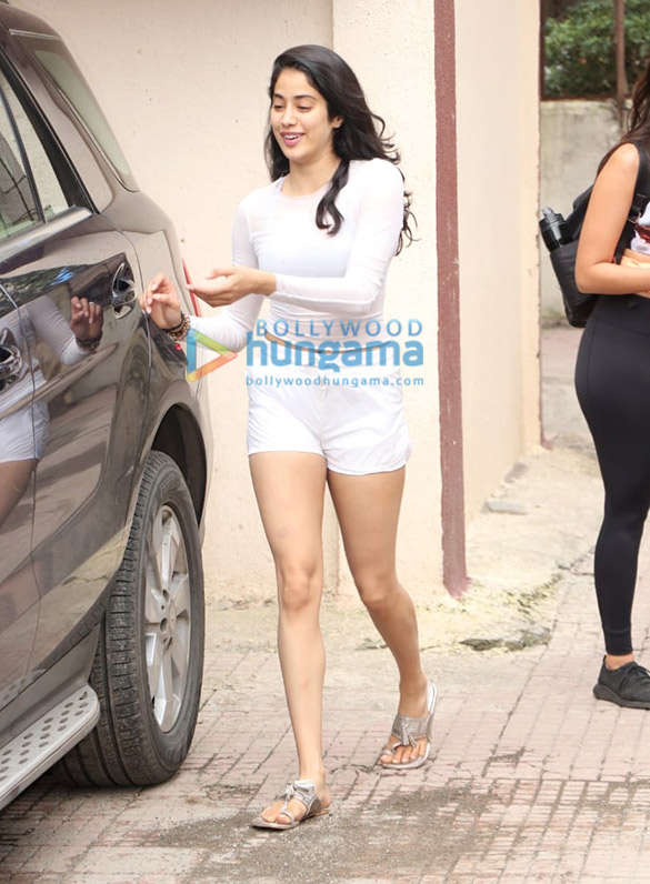 Photos Janhvi Kapoor and Namrata Purohit spotted at the gym (1)