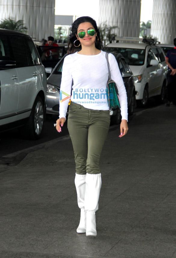 Photos Malaika Arora and Divya Khosla Kumar snapped at the airport (4)