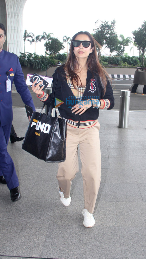Photos Malaika Arora and Divya Khosla Kumar snapped at the airport (5)