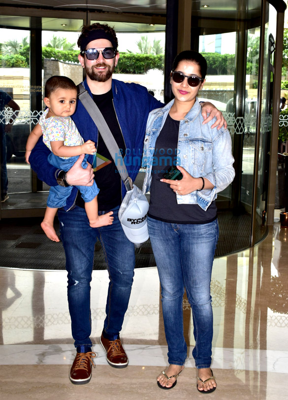 Photos Neil Nitin Mukesh snapped with family at JW Marriott in Juhu (1)