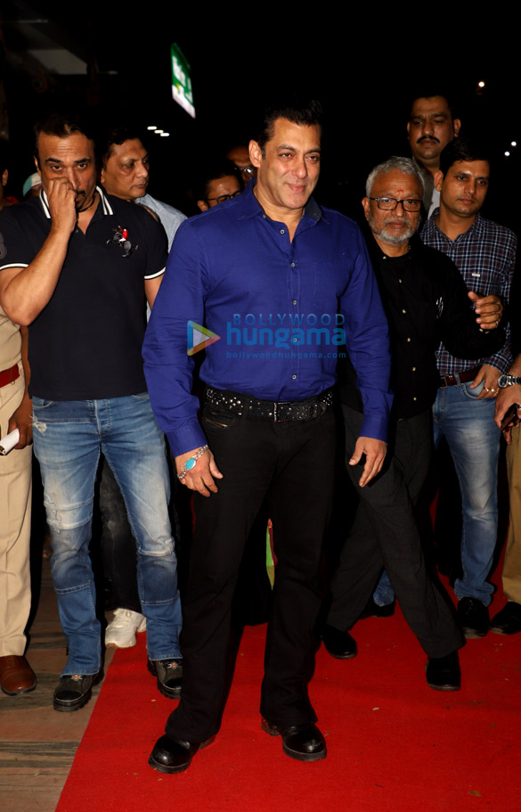 Photos Salman Khan, Madhuri Dixit, Mohnish Bahl and others snapped at Hum Aapke Hain Koun..! 25 years celebration (5)