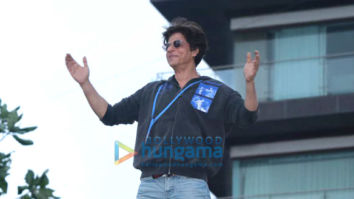 Photos: Shah Rukh Khan celebrates Eid with fans at Mannat