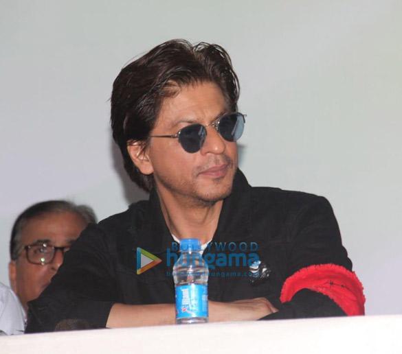 Photos Shah Rukh Khan snapped at an event at Bandra station (3)