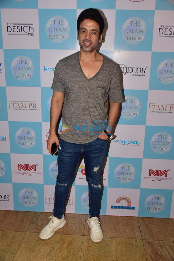 Photos Tusshar Kapoor snapped at the Dream Edition Exibition (1)