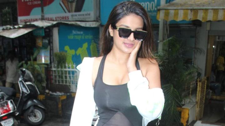 Niddhi Aggrewal spotted at Salon in Bandra