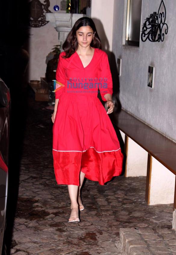 Photos Alia Bhatt spotted at Anil Kapoor's house (3)