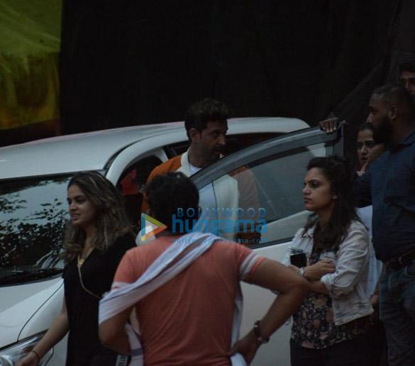 Photos Hrithik Roshan snapped in Mumbai (2)