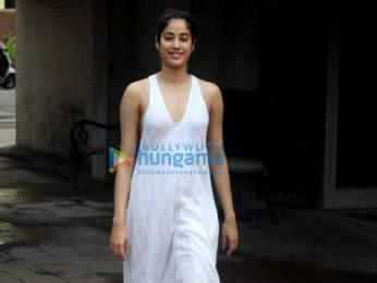 Photos: Janhvi Kapoor, Pooja Hegde and Namrata Purohit spotted at the Pilates gym