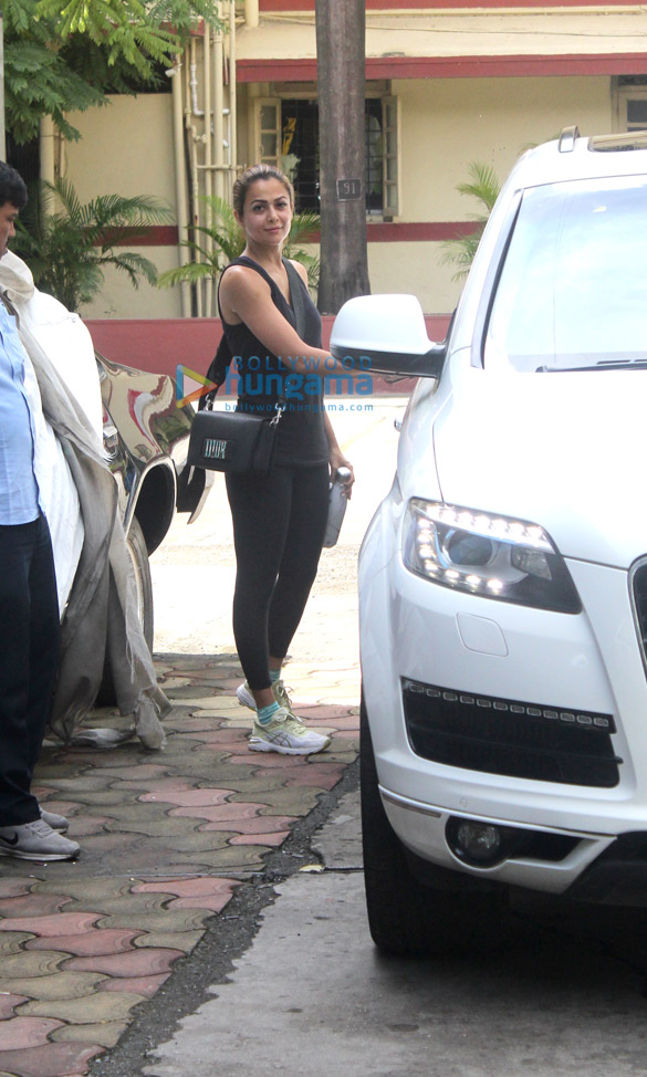 Photos Kartik Aaryan, Shahid Kapoor and others snapped at the gym (1)