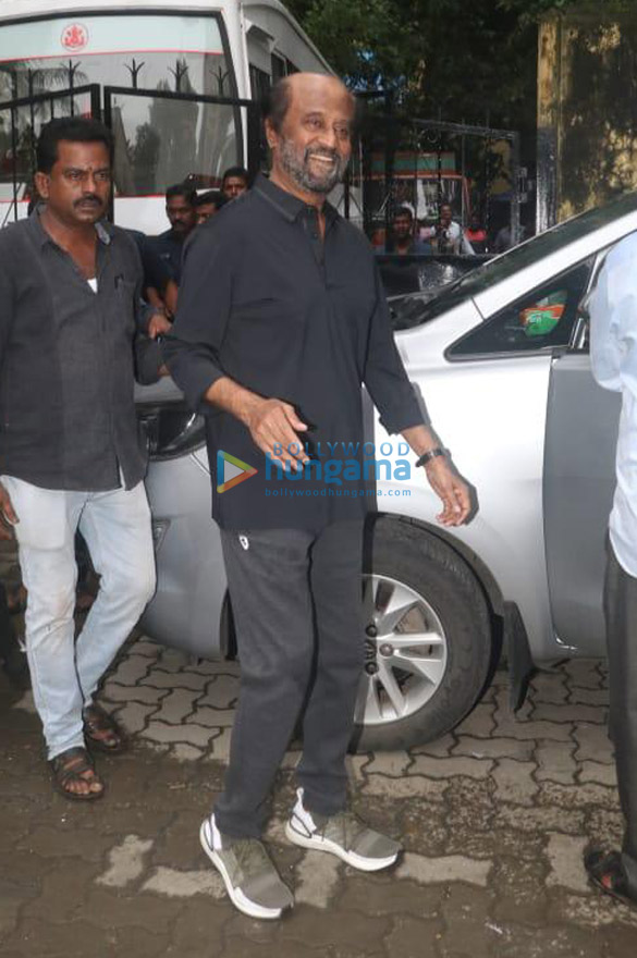Photos Rajinikanth spotted on location of a shoot in Bandra (1)