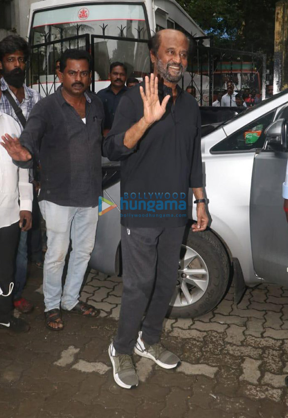 Photos Rajinikanth spotted on location of a shoot in Bandra (2)
