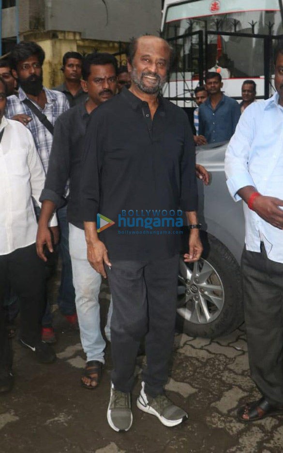 Photos Rajinikanth spotted on location of a shoot in Bandra (3)