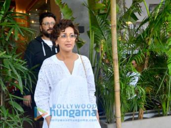Photos: Sonali Bendre snapped at Kitchen Garden, Juhu