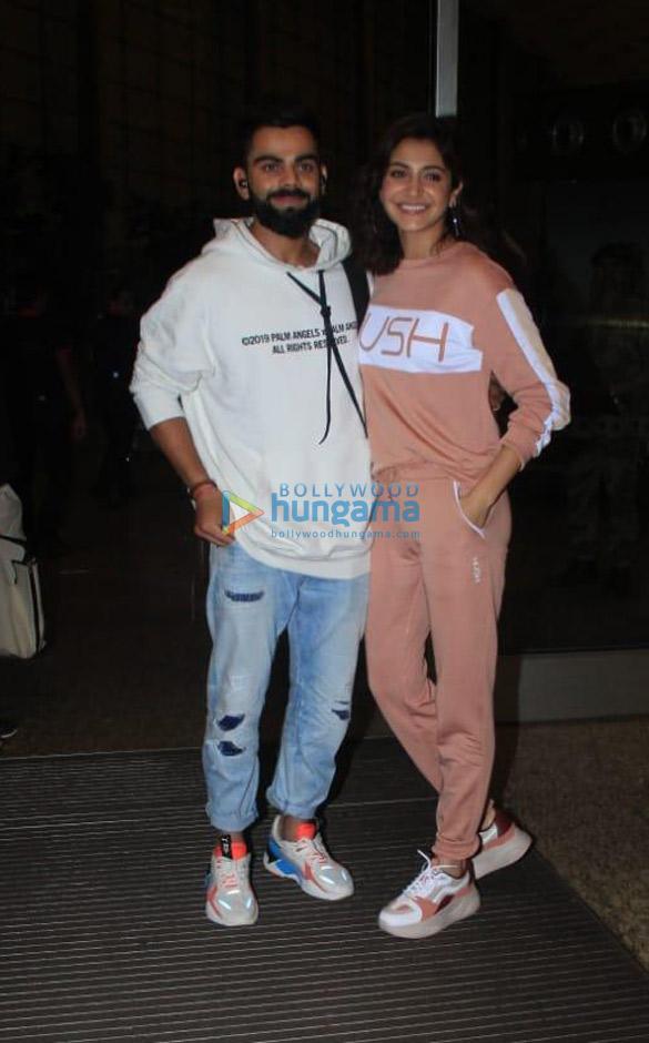 Photos Virat Kohli and Anushka Sharma snapped at the airport (2)