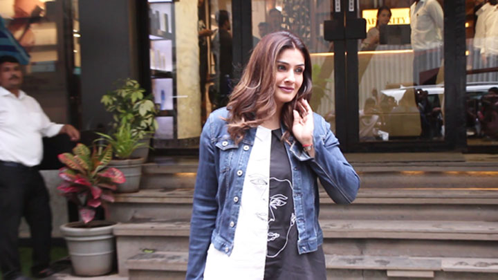 Raveena-Tandon-spotted-at-Affinity-Salon,-Juhu