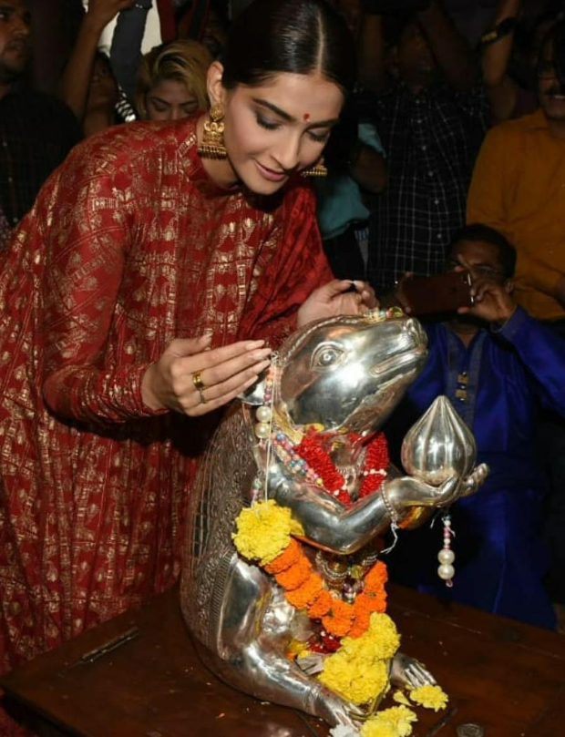 Sonam Kapoor visits Andheri Cha Raja to seek blessing from Lord Ganesha for The Zoya Factor