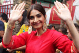 Sonam kapoor Visit Shani Temple at Juhu The Zoya Factor
