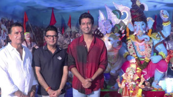 Vicky-Kaushal-seek-blessings-from-Lord-Ganesh-with-father-Sham-Kaushal-at-T-series-Office