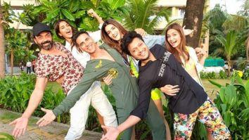 Housefull 4: Akshay Kumar, Kriti Sanon, Riteish Deshmukh, Kriti Kharbanda, Pooja Hegde jam on 'Rock The Party' song
