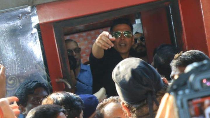 Inside Housefull 4's 'Promotion on Wheels' Akshay Riteish Bobby Kriti Pooja Part 2