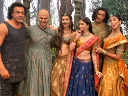 Kriti Sanon posts a funny picture with her CRACKED Housefull 4 bunch and it is sure to leave you in splits!