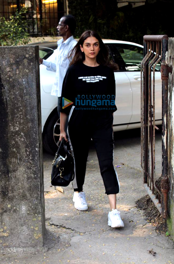 Photos Aditi Rao Hydari spotted at Kromakay salon in Juhu (1)
