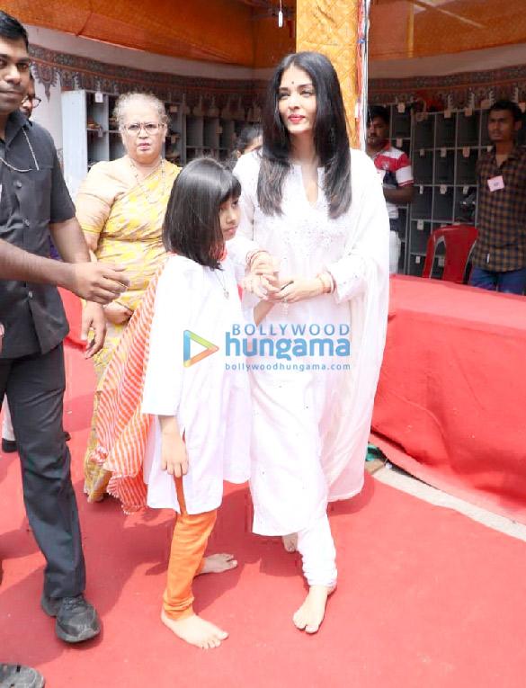 Photos Aishwarya Rai Bachchan and Aaradhya Bachchan snapped at Ramakrishna Mission for Dussehra Puja (2)