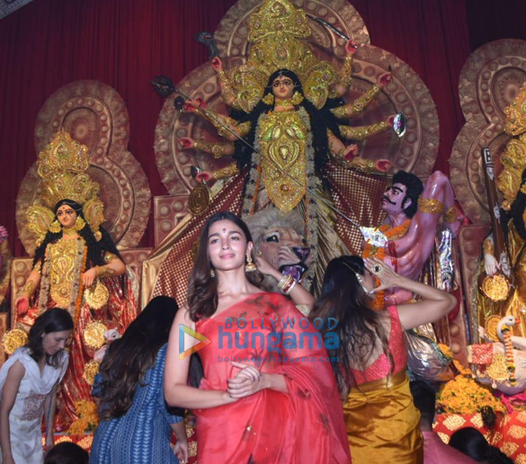 Photos Alia Bhatt, Hrithik Roshan and Rani Mukerji snapped during Durga pandal darshan-0121 (3)