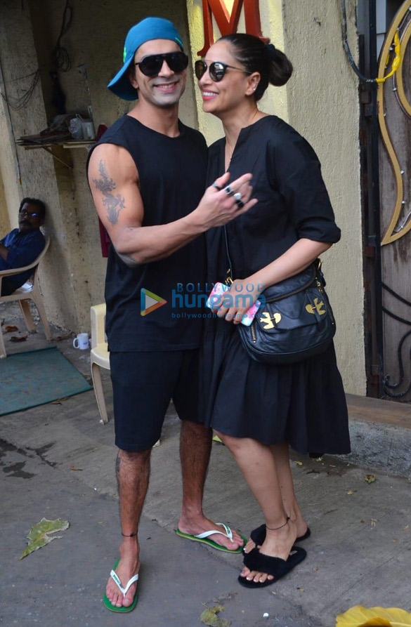 Photos Bipasha Basu and Karan Singh Grover spotted at a salon in Juhu (3)
