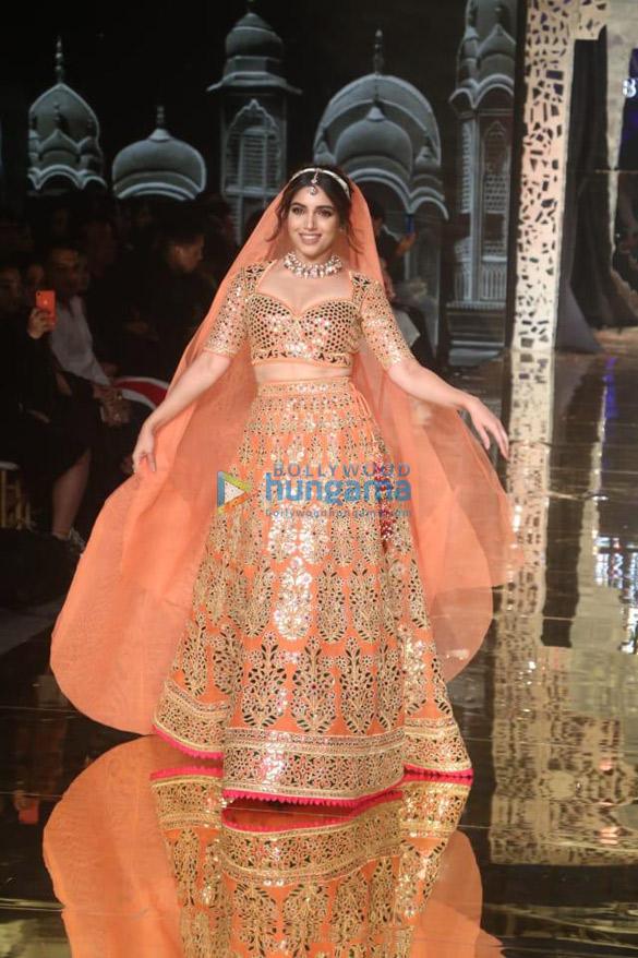 Photos Celebs grace Abu Jani and Sandeep Khosla's fashion show-011 (4)