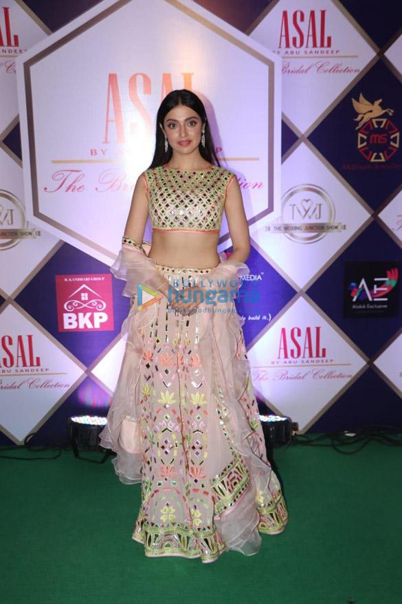 Photos Celebs grace Abu Jani and Sandeep Khosla's fashion show (1)