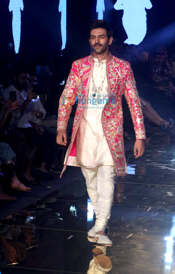 Photos Celebs grace Abu Jani and Sandeep Khosla's fashion show1 (2)