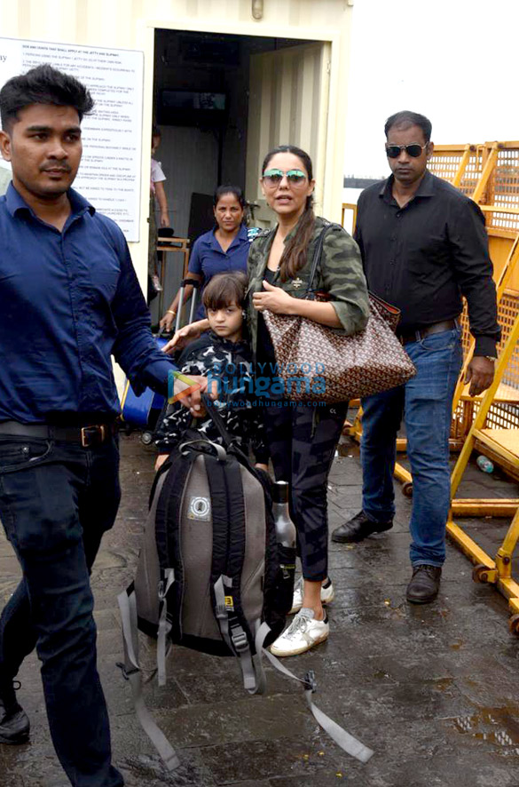 Photos Gauri Khan, Abram Khan and Sussanne Khan snapped at Gateway of India (1)