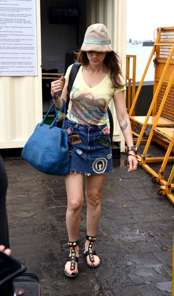 Photos Gauri Khan, Abram Khan and Sussanne Khan snapped at Gateway of India (2)