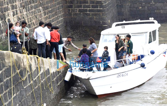 Photos Gauri Khan, Abram Khan and Sussanne Khan snapped at Gateway of India (4)