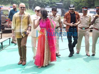 Photos: Hrithik Roshan and Rakesh Roshan snapped attending Durga Puja at the Biswajeet Chaterjee pandal in Juhu