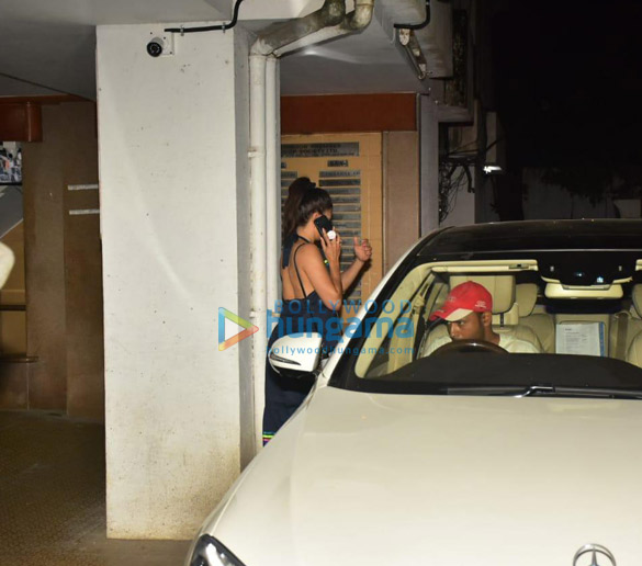 Photos Jacqueline Fernandez snapped at clinic in Bandra (2)