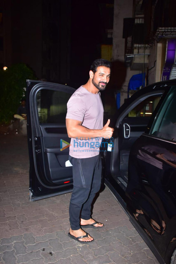 Photos John Abraham spotted in Bandra (3)