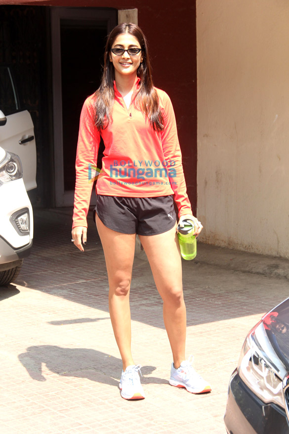 Photos Pooja Hegde spotted at the gym in Bandra (6)
